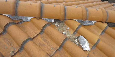 瓦屋根、漆喰の剥がれ